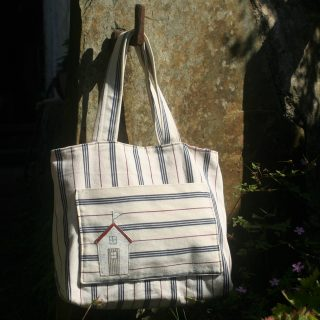 Stripy beach hut tote bag | magathabagatha.co.uk